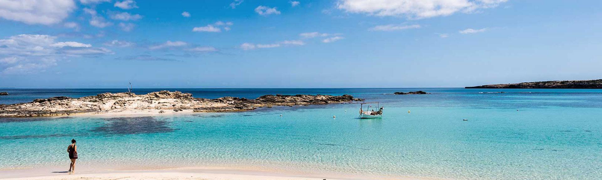 Appartamenti sulla spiaggia di Es Pujols, a Formentera ...